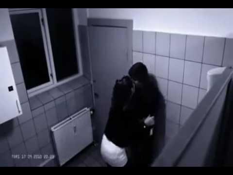 Girl beats boyfriend in wc!