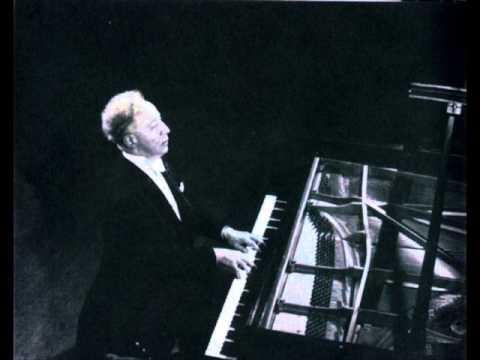Schumann    Arabeske    Op 18        Rubinstein   Rec 1969.wmv