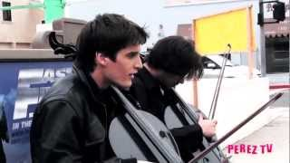Скачать 2Cellos Do Michael Jackson S Smooth Criminal Perez Hilton Street Performance