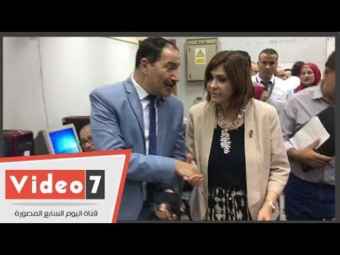 نائب رئيس جامعة عين شمس وعميدة كلية الآداب يتفقدان معامل التنسيق