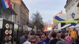 Болельщики сборной Украины в центре Загреба исполнили Червону руту