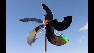 Molinillo de viento, reciclando cds, corcho... Video de JM-QJ