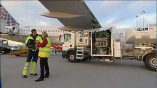 Alles für die Fluggesellschaft - die Stationsleiterin der United Airlines am Flughafen Stuttgart