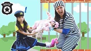 ANNY FINGE BRINCAR DE SER POLICIAL 3 - KIDS PRETEND PLAY WITH POLICE COSTUME ★ VIDEO PARA CRIANÇA