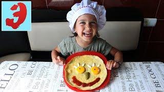 Детки на Кухне ГОТОВИМ Веселую Яичницу- Рожицу