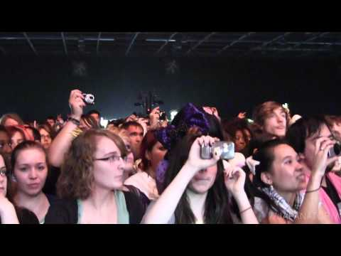 Hemenway perform By My Side at Japan Expo 2012 - Japanator