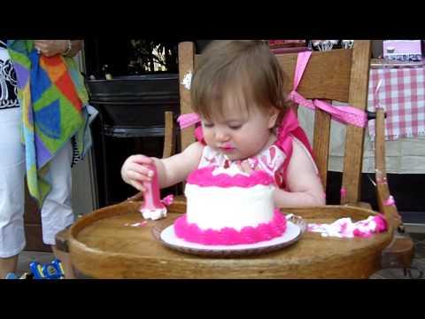 allie cake smash.MOV