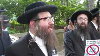 Orthodox Jews Protesting Solute To Israel Parade thumbnail