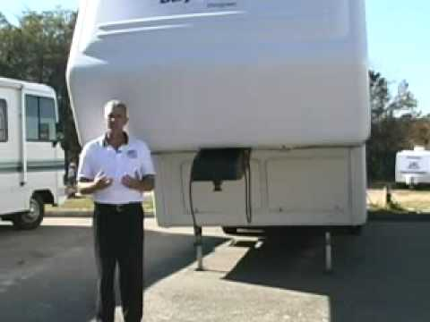 Hitching a fifth wheel trailer by RV Education 101®