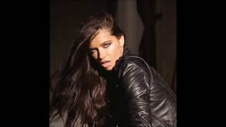 Adriana Lima tribute - Addicted to You by Shakira thumbnail