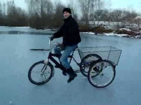 Трехколесный велосипед на