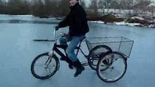Трехколесный велосипед на льду.mp4(Дрифт на трехколесном велосипеде., 2012-01-02T20:43:31.000Z)