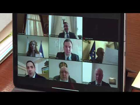 Днес проведохме заседанието на Министерския съвет чрез видеоконферентна връзка. В тази ситуация така ще провеждаме заседанията, за да избегнем движенията на министрите и на техните екипи. Още веднъж призовавам всички работодатели да бъдат отговорни и там, където е възможно, да осигурят възможност на своите служители да работят онлайн.