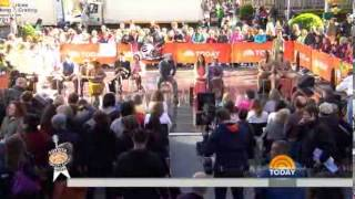 Broadway's 'Violet' cast performs on TODAY plaza