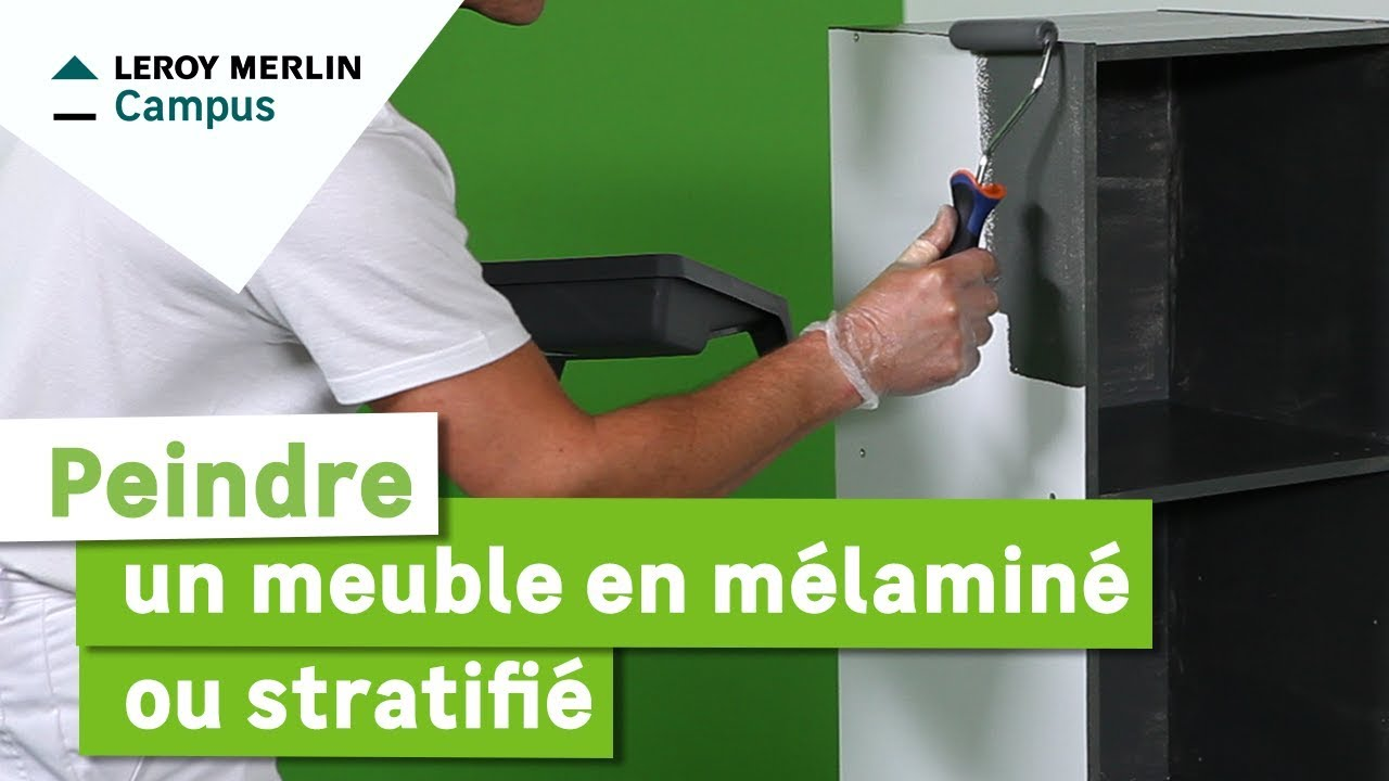 Comment peindre un meuble en m lamin ou stratifi leroy merlin youtube for Moderniser un meuble en bois