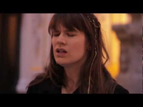 """Camille - Tout dit + improvisation - Session acoustique par """"Bruxelles Ma Belle"""" 2/2"""