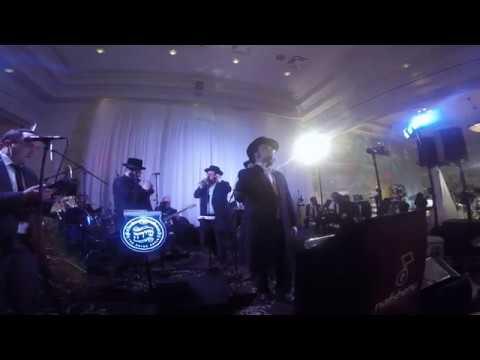 "Yoely Greenfeld and Shira Choir Singing ""Ah Gehoibeh Zman"" - Nafshenu Band"