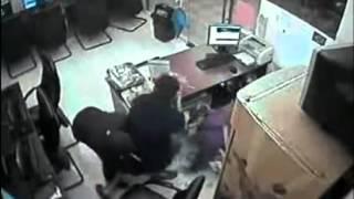Подростки ограбили интернет кафе