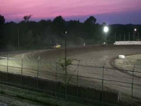 Wilmot Speedway - Modified misses turn three