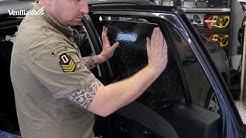 Pose de Film solaire adhésif teinté noir sur vitre de voiture