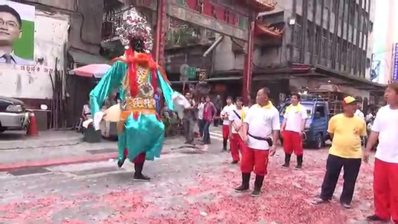 103年大稻埕慈聖宮遶境~(06)靈安社@豬屠口 - YouTube
