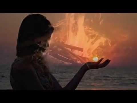 Мне звезда упала на ладошкувам необходимо, что для вас важней всего на свете... я хочу любить и быть любимым, и хочу, чтоб не болела мать,чтобы женщин на руках носили,не было болезней и войны...были все доверчивы, как дети, и любили дождь, цветы и лес - А