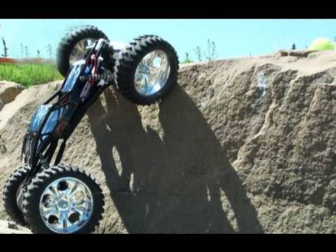 RC ADVENTURES - ** HUGE ** SUPER CLASS ROCK CRAWLER CLIMBS VERTICALLY (1/8th SCALE)