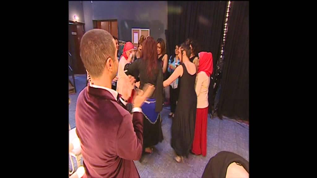 #نجمة_العرب : بلال العربي يفاجئ المتسابقات و يشاركهم الرقص على اغنية بشرة خير