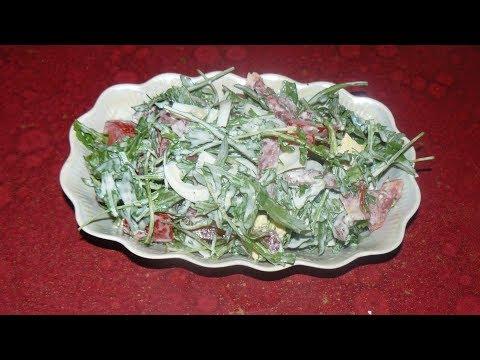 Салат с рукколой. Очень вкусный рецепт, с помидорами, яйцом и колбасой.