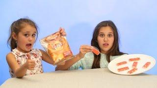 Обычная ЕДА  ПРОТИВ ЧИПСОВ   Челлендж!  Real Food vs Gummy Food! Kid React