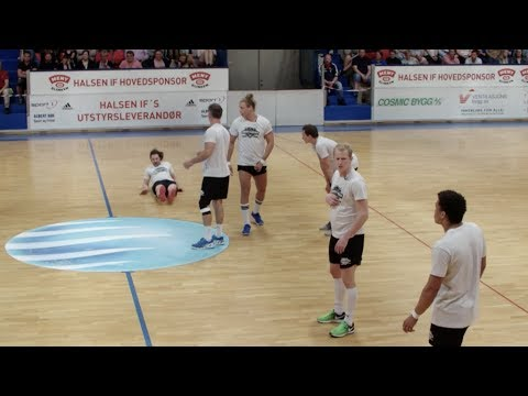 Gir spillerne støt under kampen: – Au! F@#n! Seriøst?