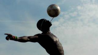 Street artist Iya Traore Paris Football freestyle