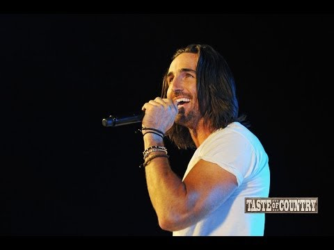 Jake Owen Explains Why He Performs Barefoot at 2014 Country Jam Colorado