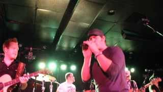 Jerrod Niemann singing Drink To That All Night at Rain Country Malden