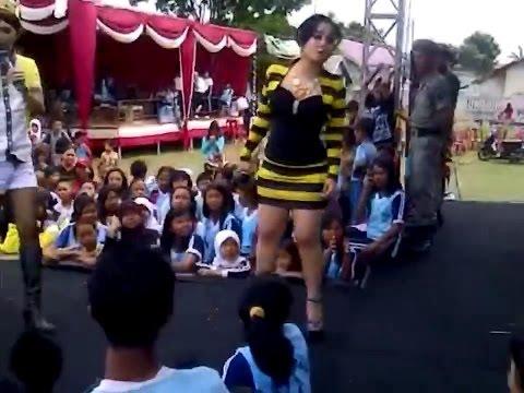 Juwita Bahar - Kereta Malam [SEXY MINI DRESSES - LIVE PERFORMANCE]
