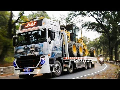 Fuso Quester Self Loader Truck Moving Motor Grader And Compactor