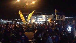 Arema Cronus Juara Piala Torabika Bhayangkara Cup, Aremania Sambut Kemenangan