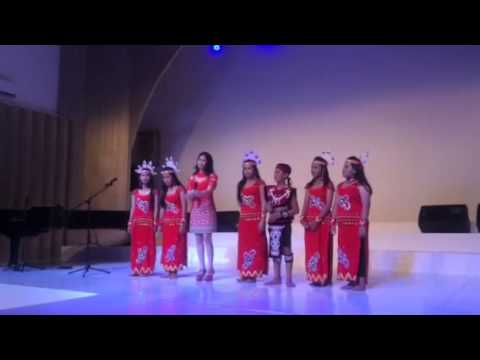 Mirelle with Pontianak children singing Indonesia Pusaka
