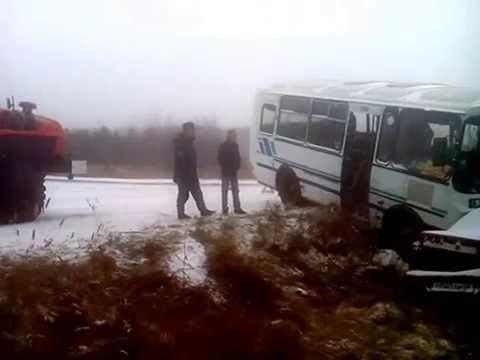 В Серове водитель ВАЗа из Карпинска въехал в автобус.