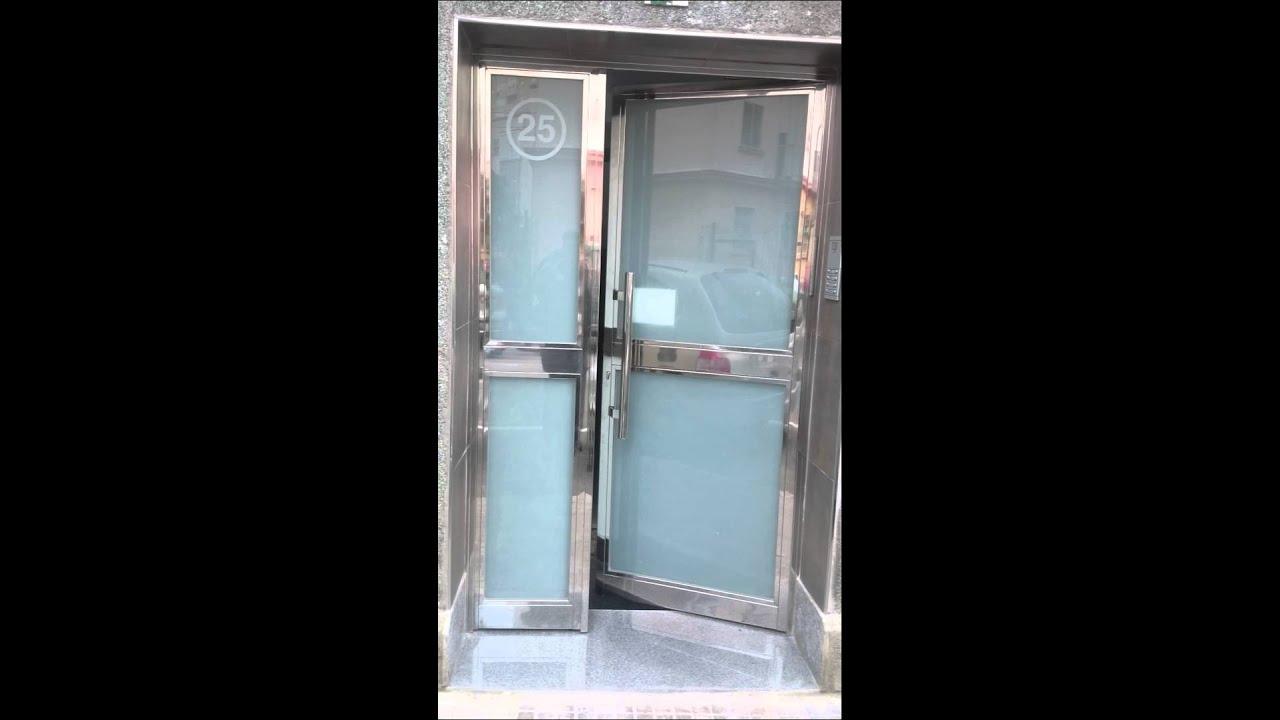Cierre puerta acero inoxidable youtube for Percheros de acero inoxidable