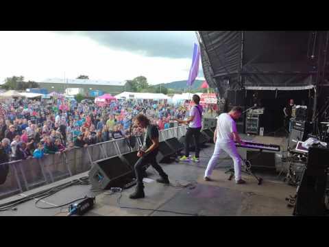 Jesus Jones - Info Freako , Wychwood Festival