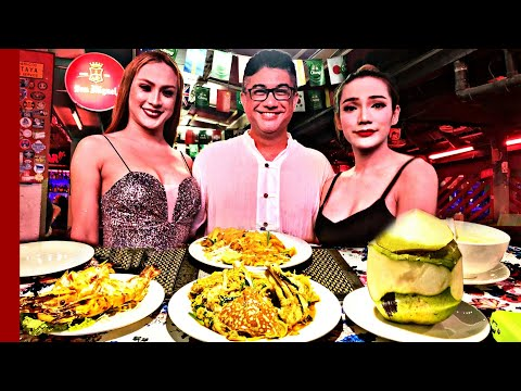PATTAYA WALKING STREET With Traditional Thai Food - THAI GREEN CURRY - KING PRAWN - CRAB With Curry