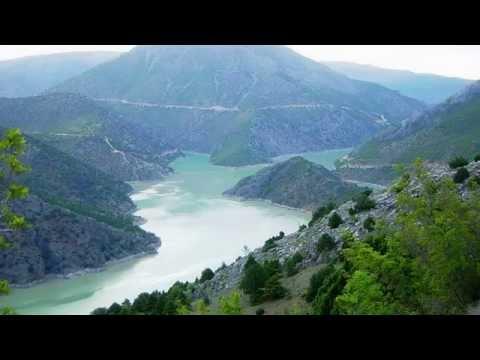 Taner Özdemir - Fırat Kenarında Yüzen Kayıklar