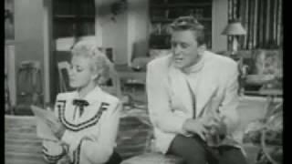 """Kirk Douglas & Laraine Day """"tonteando"""" en MI QUERIDA SECRETARIA (MY DEAR SECRETARY, 1948)"""