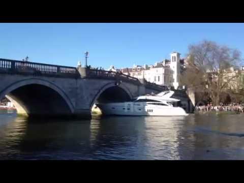 Luxury Yacht collides with Richmond bridge