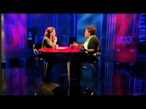 Maria Hinojosa interviews Shoshana Johnson - YouTube