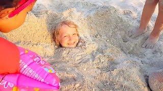 Что ПРОИЗОШЛО С Миланой из Family Box? Камиль и Аминка ИГРАЮТ на ПЛЯЖЕ в Песок.