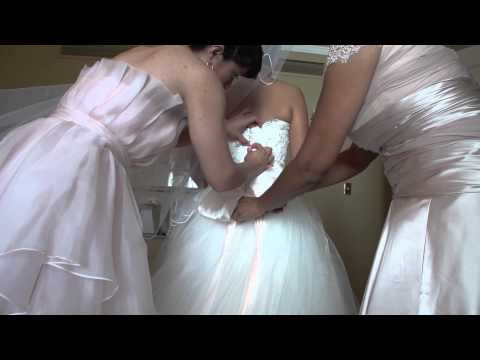 Dressing of the bride Rebecca and John | iWedding Video