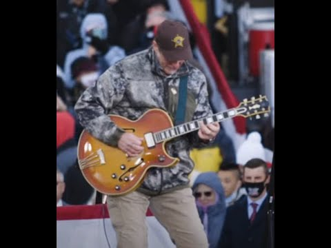 "Ted Nugent performed ""The Star-Spangled Banner"" at a Trump rally on Oct 17 in Muskegon, Michigan"