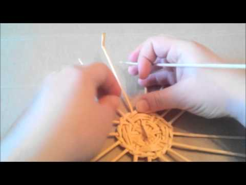 Плетение круглой вазы спиральным плетением из газетных трубочек. Урок 3  Онлайн-школы газетоплетения